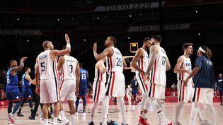 Nicolas Batum et les Bleus ont parfaitement débuté leur tournoi olympique en faisant tomber Team USA, dimanche 25 juillet à Tokyo. (THOMAS COEX / AFP)