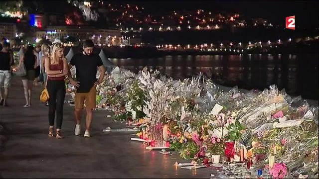 Attentat de Nice : une semaine après, la vie reprend son cours