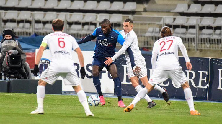 Le Paris FC et Ajaccio débuteront leur saison le 24 juillet lors du multiplex de Ligue 2 diffusé par Amazon. (STEPHANE VALADE / AFP)