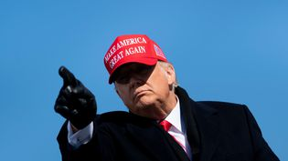 Donald Trump lors d'un meeting à Fayetteville, en Caroline du Nord, le 2 novembre 2020. (BRENDAN SMIALOWSKI / AFP)