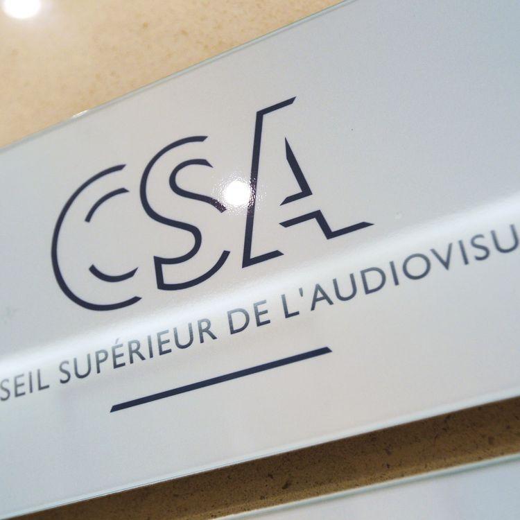 Le logo du Conseil supérieur de l'audiovisuel (CSA), à Paris, le 29 juillet 2014. (THOMAS SAMSON / AFP)
