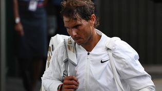 L'Espagnol Rafael Nadal, à la sortie du terrain à Wimbledon en 2019, a annoncé qu'il ne participerait ni à Wimbledon 2021 ni aux JO de Tokyo. (DANIEL LEAL-OLIVAS / AFP)