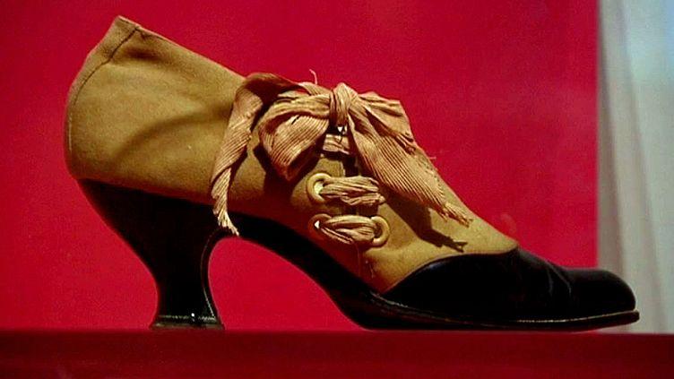 Ruban en mode chaussure au Musée d''Art et d'Industrie de Saint-Etienne  (Capture d'écran France 3 / culturebox)