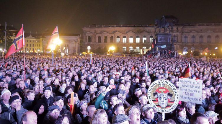Des partisans du mouvement anti-immigration Pegida réunis lundi 19 octobre 2015 à Desde en Allemagne. (MAXPPP)