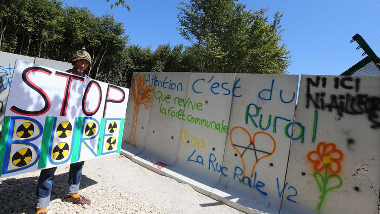 Un opposant au projet d'enfouissement de déchets nucléaires, à Bure (Meuse), le 14 août 2016. (AFP)