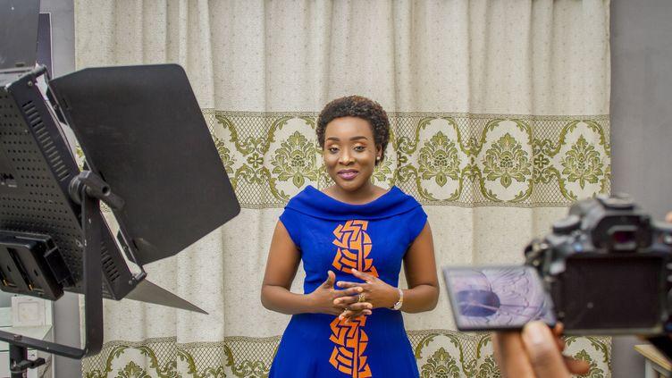 La journaliste béninoise Angela Kpeidja, lors d'une émission sur l'ORTB, la chaîne publique béninoise. (Angela Kpeidja)