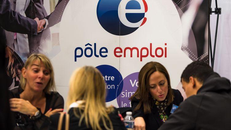 Lors d'un forum organisé par Pôle emploi, en septembre 2014, à Villeneuve-d'Ascq (Nord). (PHILIPPE HUGUEN / AFP)
