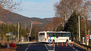 Une reconstitution a été organisée sur le passage à niveau de Millas (Pyrénées-Orientales), le 19 décembre 2017, cinq jours après la collision mortelle. (MAXPPP)