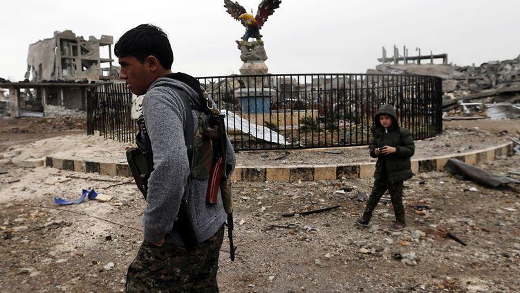 Des soldats kurdes, non loin de la frontière turque, le 30 janvier 2015. (MAXPPP)