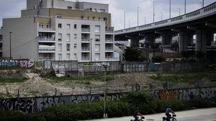 """La France compte plus de 1500 quartiers dits """"prioritaires de la politique de la ville"""". Ici à Aubervilliers, en Seine-Saint-Denis (PHILIPPE LOPEZ / AFP)"""