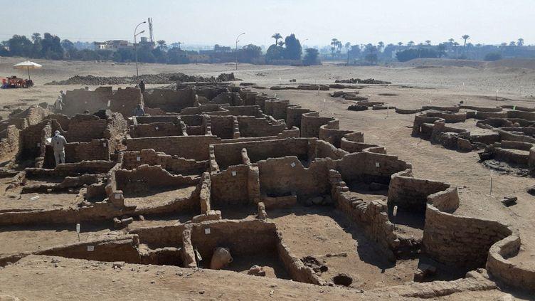 Photo, publiée le 8 avril 2021, des ruines de la cité antique égyptienne mise au jour près de Louxor (MINISTERE EGYPTIEN DES ANTIQUITES / AFP)