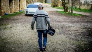 Un médecin de campagne lors d'une visite à Villefranche-du-Périgord (Dordogne), en novembre 2020. (GARO / PHANIE / AFP)