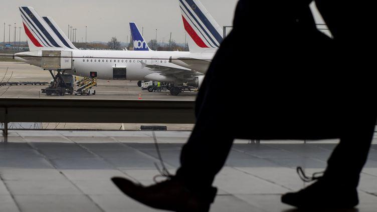 Des avions sur le tarmac de l'aéroport Roissy-Charles-de-Gaulle, le 23 mars 2018. (MAXPPP)