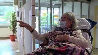 Geneviève Mazet, une habitante de Montpellier, dans l'Hérault, a guéri du Covid-19 à 104 ans. Elle vient de sortir de la clinique, après avoir été hospitalisée pendant trois semaines. Une épreuve de plus qu'elle a surmonté au cours de sa longue vie. (France 3)
