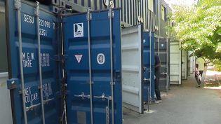 Mal-logement : à Marseille, 60 personnes vivent dans des conteneurs insalubres (France 2)