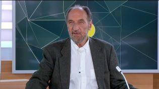 Robert Sebbag, infectiologue à l'hôpitalde la Pitié-Salpêtrière à Paris (CAPTURE ECRAN / FRANCEINFO)