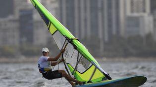 La véliplanchiste Charline Picon aux Jeux olympiques de Rio (Brésil), dimanche 14 août. (WILLIAM WEST / AFP)
