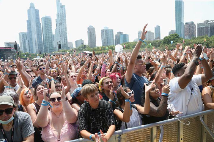 Une foule pendant un des concerts de l'édition 2021 du fetsival Lollapalooza aux Etats-Unis (GARY MILLER / FILMMAGIC)