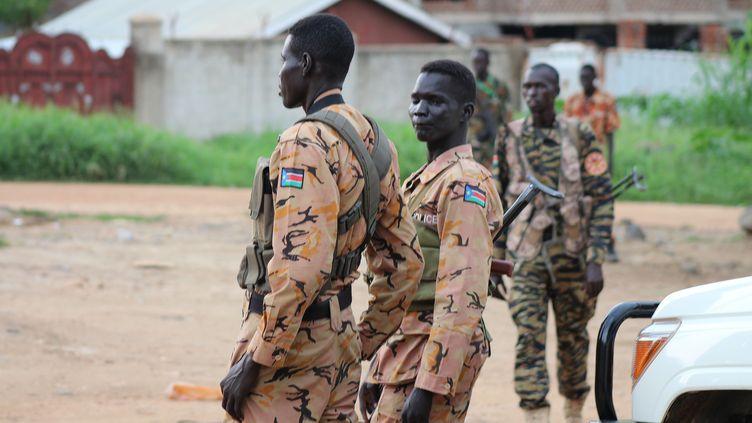 Des soldats dans les rues de Juba (la capitale du Sud-Soudan),dimanche 10 juillet. (REUTERS)