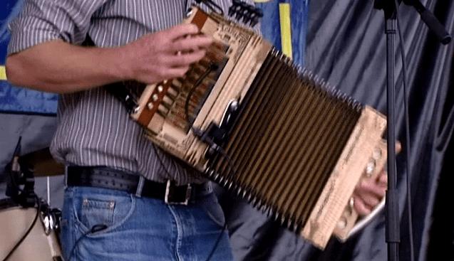 L'accordéon, instrument traditionnel de la musique cajun  (France 3)