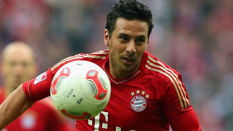 Claudio Pizarro prolonge d'une saison avec le Bayern Munich.