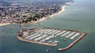 Vue aérienne du port de plaisance de Pornichet et de sa plage (Loire-Atlantique). (MARCEL MOCHET / AFP)