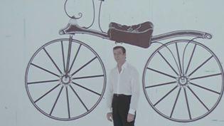 """Il aurait eu 100 ans le mercredi 13 octobre, Yves Montand nous a quitté il y a 30 ans.Cesacré personnage, à la fois chanteur et comédien, continue de nous accompagner avec l'un de ses plus célèbres titres """"La Bicyclette"""", sorti en 1968. (Capture d'écran France 2)"""