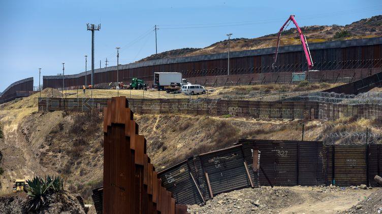 La construction du mur entre le Mexique et les Etats-Unis à Tijuana (Mexique), le 18 juin 2019. (AGUSTIN PAULLIER / AFP)