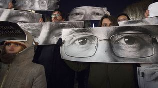 People hold up posters, which include Charlie Hebdo Editor Stephane Charbonnier (front), a cartoonist known as Charb, and Jean Cabut (back L), a cartoonist known as Cabu, during a vigil to pay tribute to the victims of a shooting, by gunmen at the offices of weekly satirical magazine Charlie Hebdo in Paris, in the Manhattan borough of New York January 7, 2015 (CARLO ALLEGRI / REUTERS)