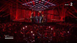 Les présentateurs Stéphane Bern et Laury Thillemansur le plateau de la 36e cérémonie des Victoires de la musique, à Paris, le 13 février 2021. (FRANCE TELEVISIONS)