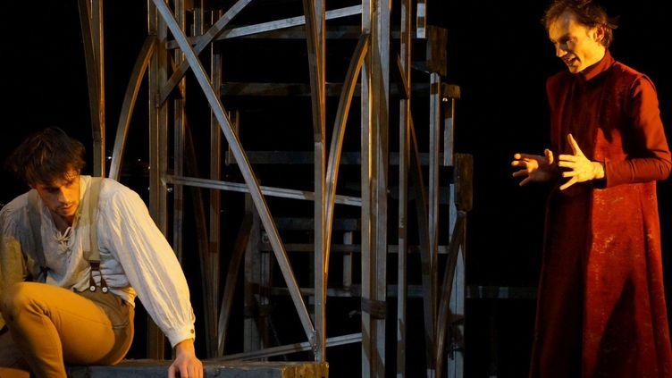 """Romain Dutheil et Ronan Rivière dans """"Faust"""" au Théâtre du Ranelagh, à Paris (2016-17)  (Ben Dumas)"""