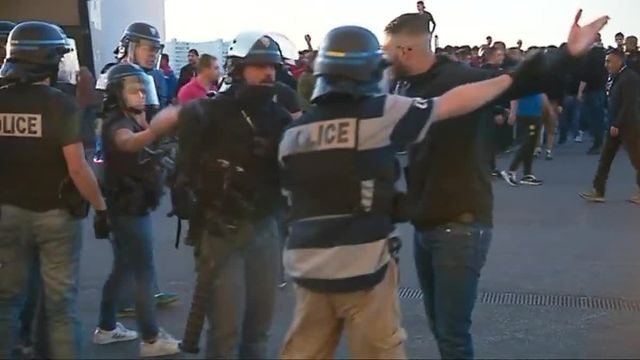 Lyon : violents incidents à l'entrée du Parc OL entre des supporters turcs et les forces de l'ordre