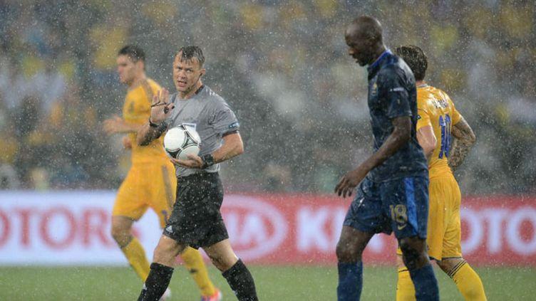 L'arbitre de France - Ukraine interrompt le match