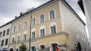 La maison natale d'Adolf Hitler à Braunau-am-Inn(Autriche), le 18 avril 2015. (JOE KLAMAR / AFP)