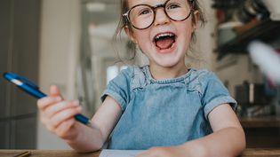 Doit-on souscrire une assurance scolaire pour les enfants ? N'êtes-vous pas déjà assuré par ailleurs ? (Illustration) (CATHERINE FALLS COMMERCIAL / MOMENT RF / GETTY IMAGES)