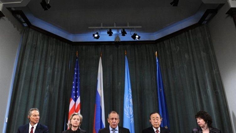 Le Quartette (de gauche à droite): Tony Blair, Hilary Clinton, Sergei Lavrov, Ban Ki-Moon, Catherine Ashton. (AFP Yuri Kadobnov)