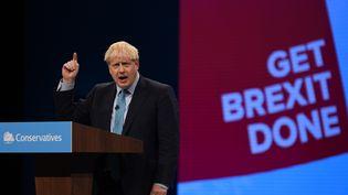 Boris Johnson, le 2 octobre 2019, lors de son discours face aux conservateurs, à Manchester. (OLI SCARFF / AFP)