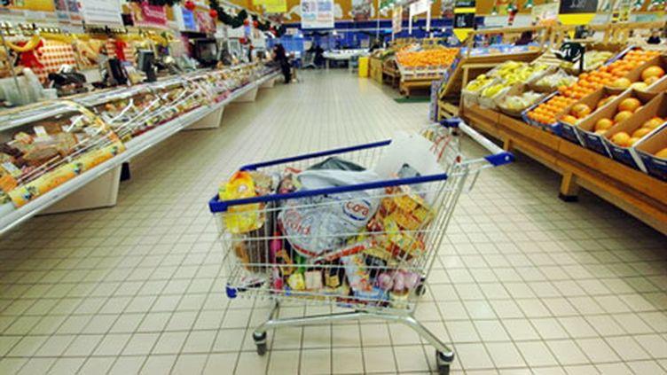 Un caddie chargé de nourriture dans un supermarché (archives) (AFP / Mychele Daniau)