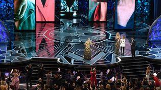 L'actrice Frances McDormand, récompensée, a fait se lever et applaudir toutes les femmes de la salle, lors de la cérémonie des Oscars à Hollywood, le 4 mars 2018. (MARK RALSTON / AFP)