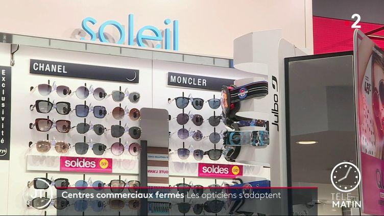 Depuis dimanche, les centres commerciaux de plus de 20 000m² sont fermés. (France 2)
