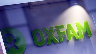 Le logo de l'ONG Oxfam à Glasgow, au Royaume-Uni, le 10 février 2018. (ANDY BUCHANAN / AFP)