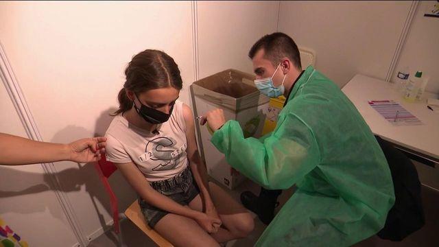 Covid-19 : la campagne de vaccination s'accélère chez les jeunes