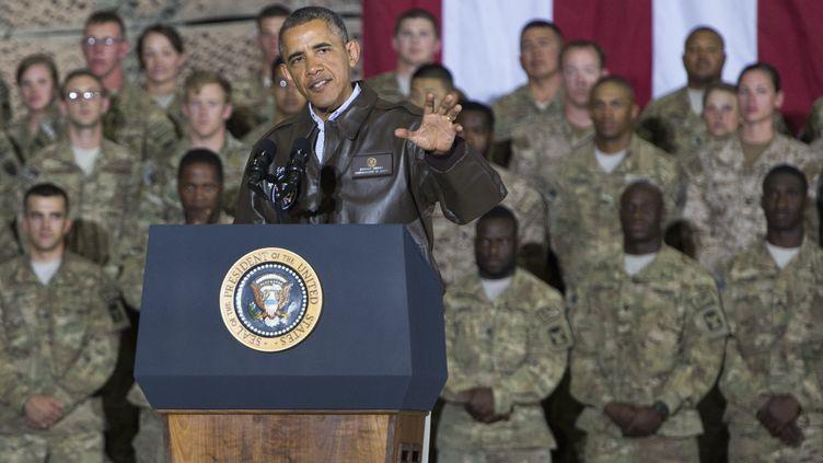 Le président américain, Barack Obama, le 25 mai 2014, lors d'une visite surprise sur la base de Bagram (Afghanistan). (SAUL LOEB / AFP)