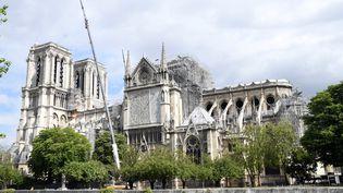 La cathédrale Notre-Dame de Paris, le 10 mai 2019, près d'un mois après l'incendie qui a ravagé sa toiture et sa flèche. (BERTRAND GUAY / AFP)