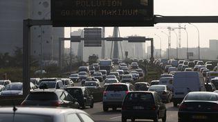Réduction de la vitesse sur le périphérique parisien à 60 km/heure à cause de la pollution aux particules fines le 14 mars (THOMAS SAMSON / AFP)