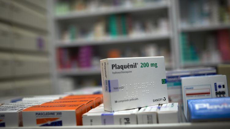 Une boîte dePlaquenil, un médicament à base d'hydroxychloroquine, le 8 avril 2020, à Toulouse (Haute-Garonne). (ALAIN PITTON / NURPHOTO)