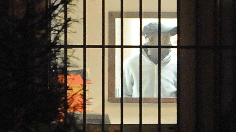 (Yoni Palmier en 2012 avant sa sortie du tribunal d'Evry © MAXPPP)