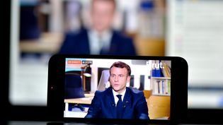 Le président de la République Emmanuel Macron, interrogé par Brut le 4 décembre 2020.  (CEDRIC MERAVILLES / MAXPPP)