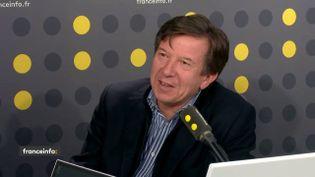 Le PDG de TF1, Gilles Pélission, dans le studio de franceinfo, le 9 mars 2018. (FRANCEINFO / RADIOFRANCE)
