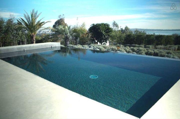 Capture d'écran de la villa de Fabrice, à Vallauris (Alpes-Maritimes), sur le site d'Airbnb, le 11 août 2015. (AIRBNB)